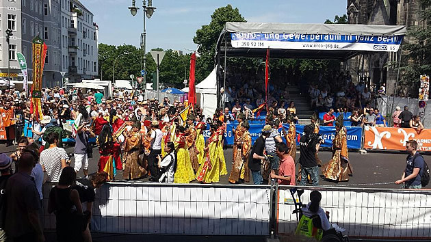 The Causales Business Club at the Karneval der Kulturen in Berlin - view street parade